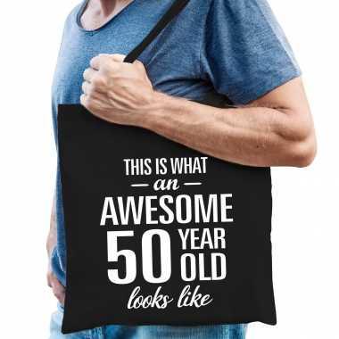 Awesome 50 year / geweldig 50 jaar cadeau tas zwart voor heren