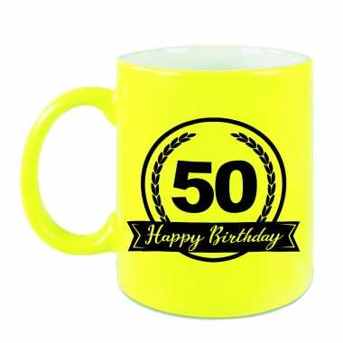 Happy birthday 50 years cadeau mok / beker neon geel met wimpel 330 ml