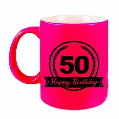 Happy birthday 50 years cadeau mok / beker neon roze met wimpel 330 ml