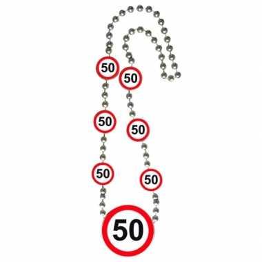 Ketting 50 jaar verkeersborden