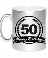 Happy birthday 50 years zilveren cadeau mok beker met wimpel 330 ml